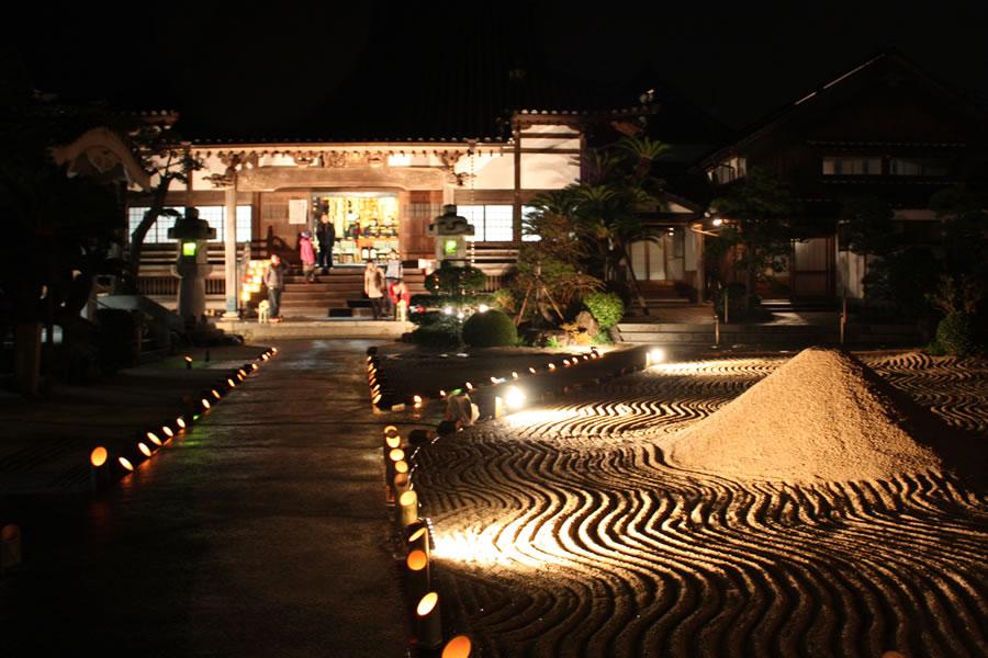 除夜の鐘の時の庭